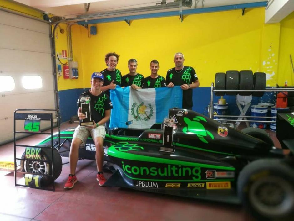 El piloto guatemalteco compartió su triunfo en las redes sociales. (Foto: Ian Rodríguez)
