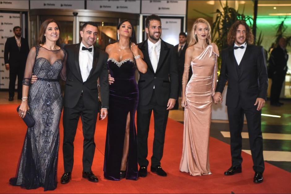 Los excompañeros de Messi en el Barcelona fueron los primeros en caminar por la alfombra roja. (Foto: AFP)