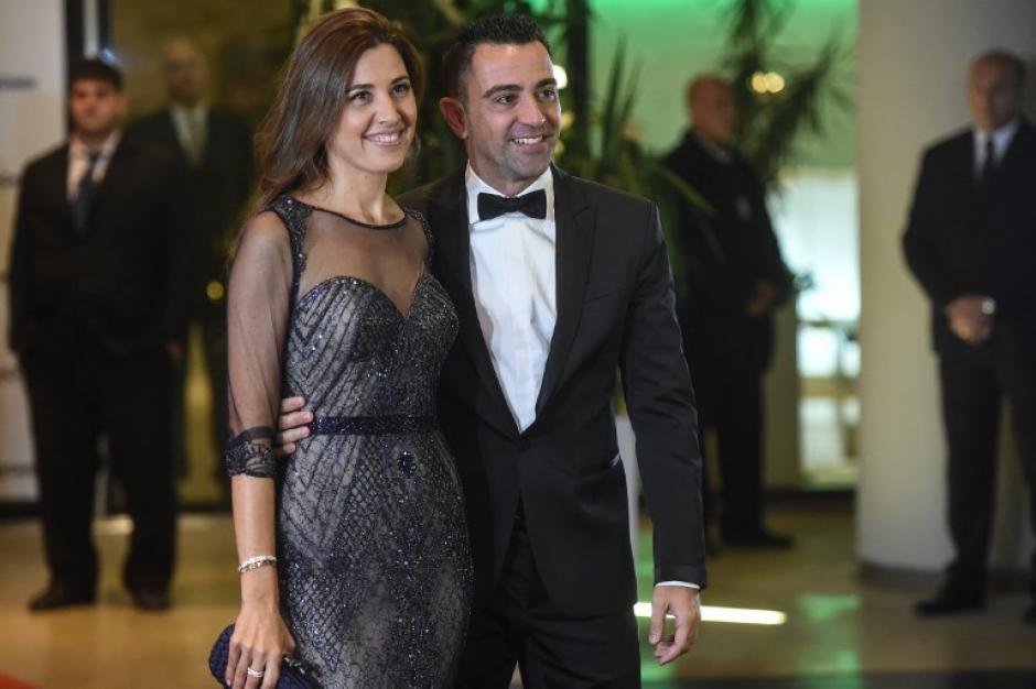 Xavi Hernández llegó junto con su esposa a la celebración. (Foto: AFP)