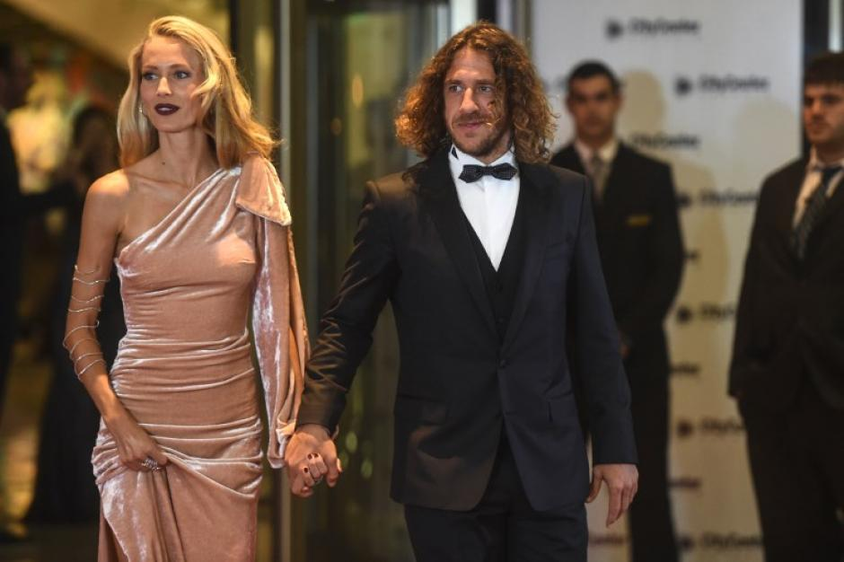 Carles Puyol lució impecable junto a su pareja. (Foto: AFP)