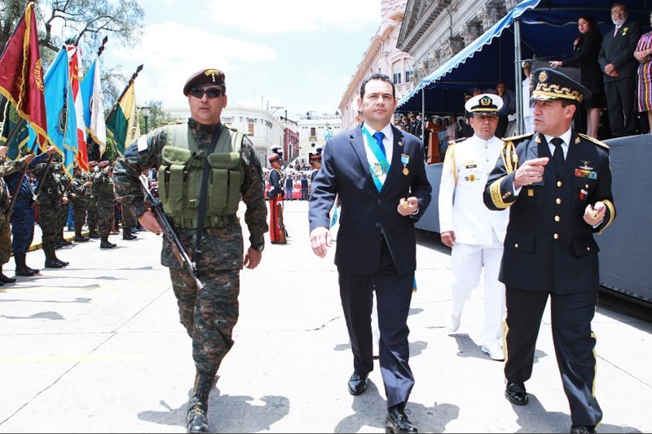 Jimmy Morales marchó por las calles de Quetzaltenango. (Foto: AGN)