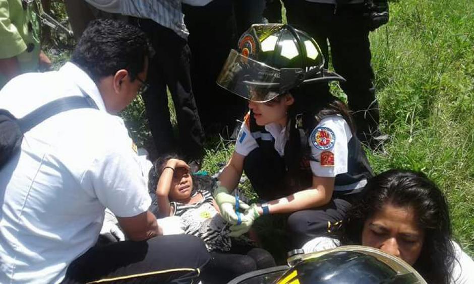 Ambos cuerpos de socorro unieron fuerzas para apoyar a los heridos. (Foto: Bomberos Voluntarios)