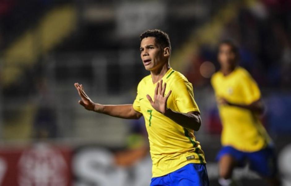 Paulinho firmó triplete para Brasil. (Foto: AFP)
