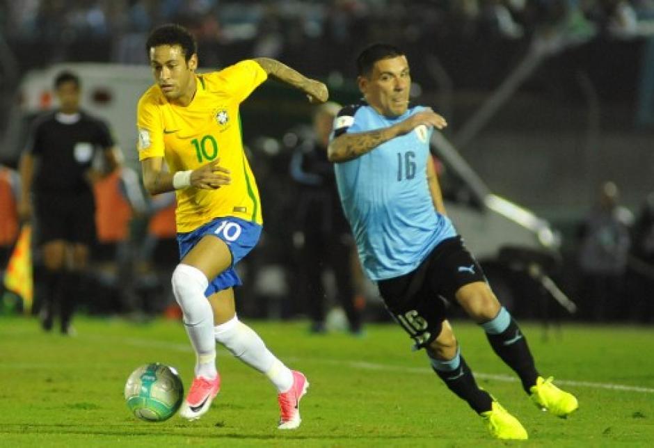 Neymar jugó un buen partido con Brasil que sigue líder en Conmebol. (Foto: AFP)