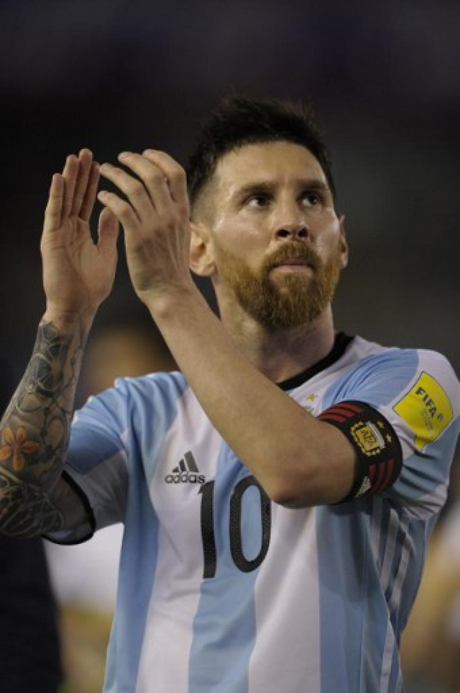 Lionel Messi aplaudió a la afición tras el final del partido. (Foto: AFP)