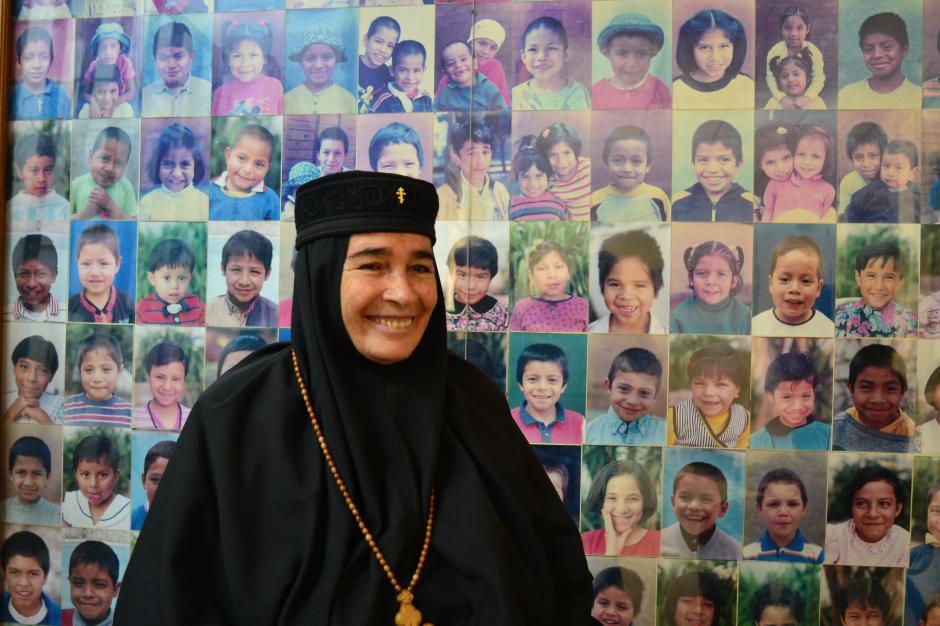 """La madre Inés Ayau es la directora del lugar y asegura que """"el Hogar Rafael Ayau es un lugar para la caridad, no para oficinas estatales"""". (Foto: Jesús Alfonso/Soy502)"""