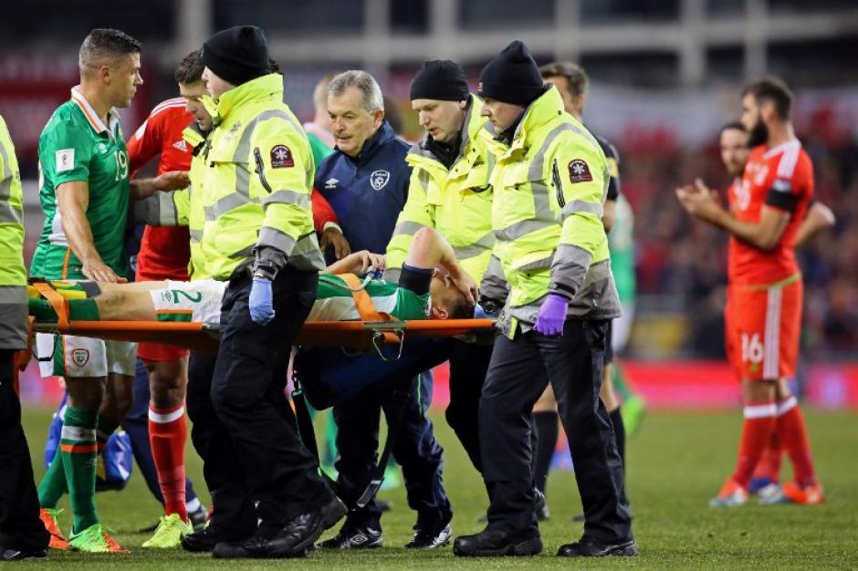 El jugador del Everton salió llorando debido al fuerte dolor que sentía. (Foto: AFP)