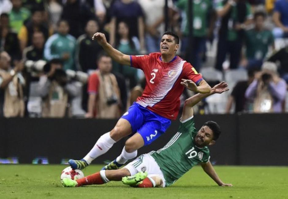 Costa Rica perdió el paso en su visita al estadio Azteca. (Foto: AFP)
