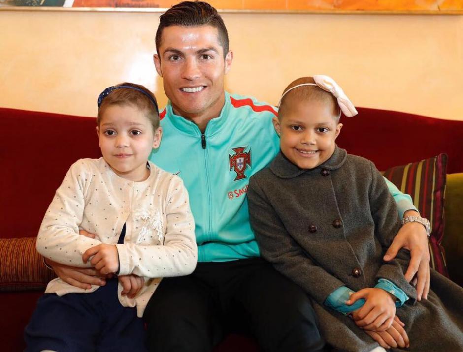 Cristiano Ronaldo estuvo con niños enfermos crónicos en Portugal. (Foto: Twitter)