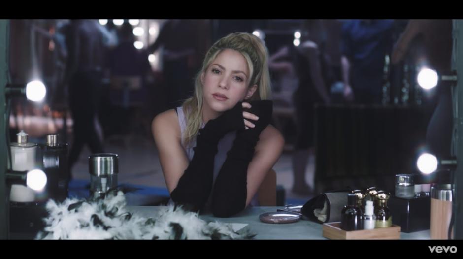 Contrario a sus últimas colaboraciones, Shakira trata de volver al sentimentalismo. (Captura YouTube)