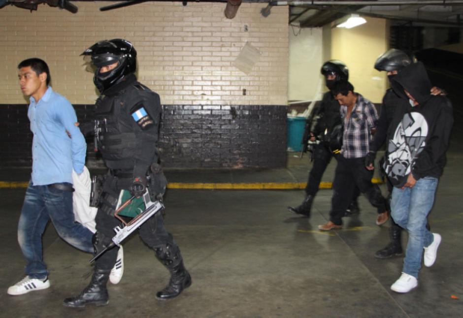 Dos integrantes del Barrio 18 fueron detenidos. (Foto: PNC)