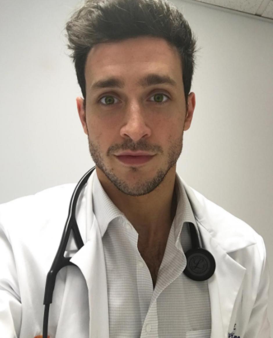 El doctor Mike comparte fotografías de su vida profesional y personal. (Foto: Instagram)