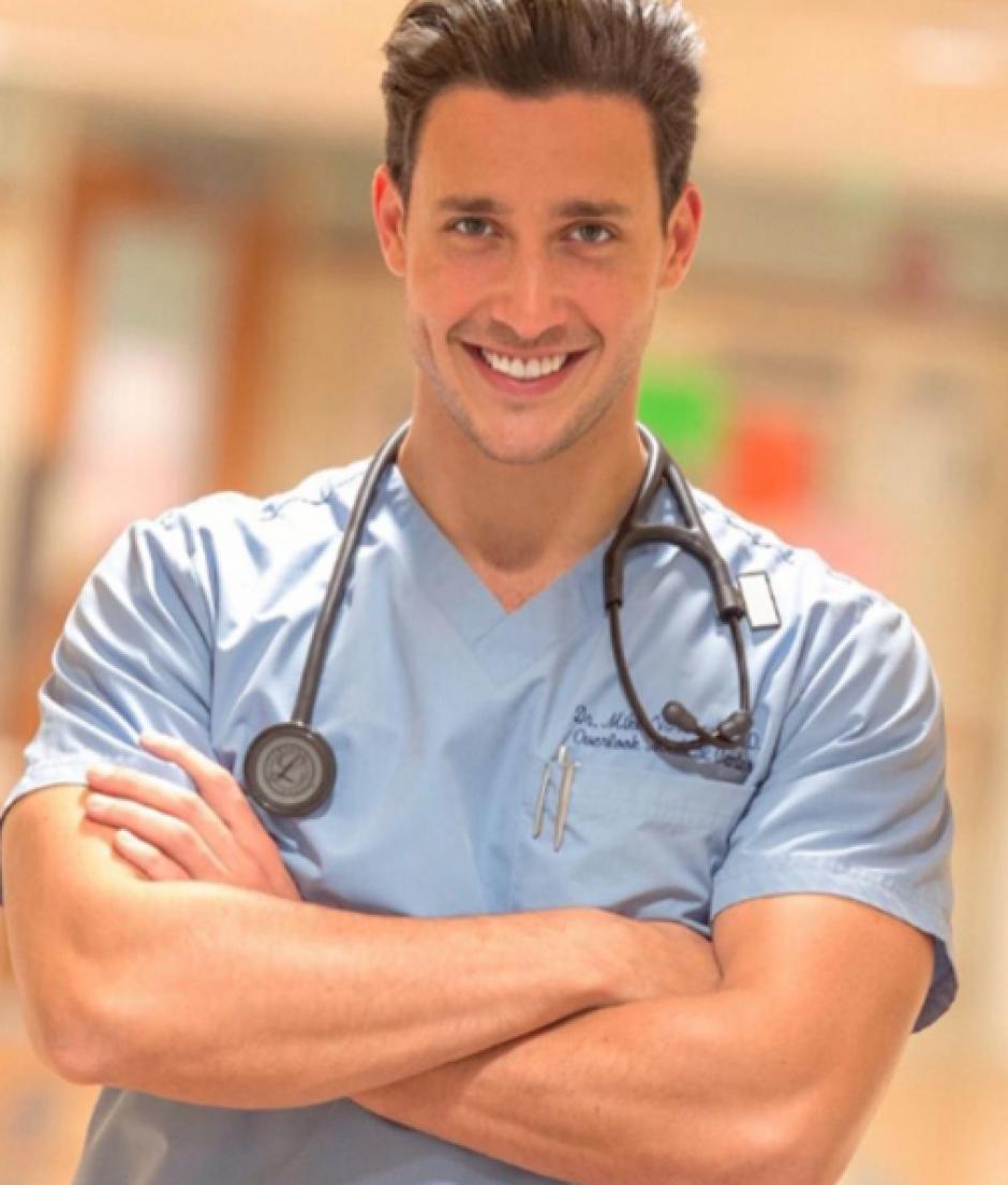 Mikhail Varshavski, conocido como el doctor Mike, es según la revista People el médico más sexy del planeta. (Foto: Instagram)