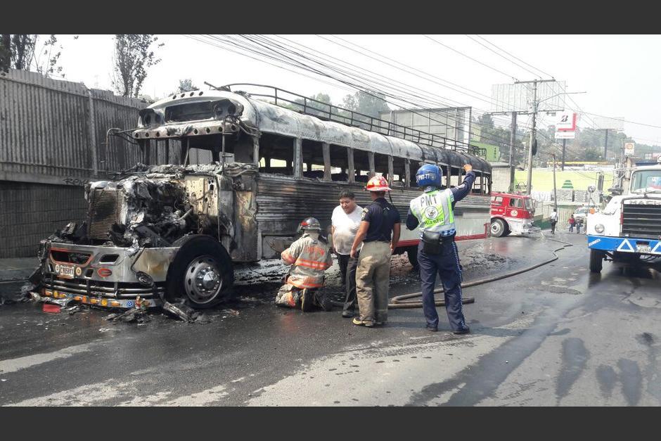 Así quedó el bus que se incendió esta tarde. (Foto: Dalia Santos/PMT Villa Nueva)