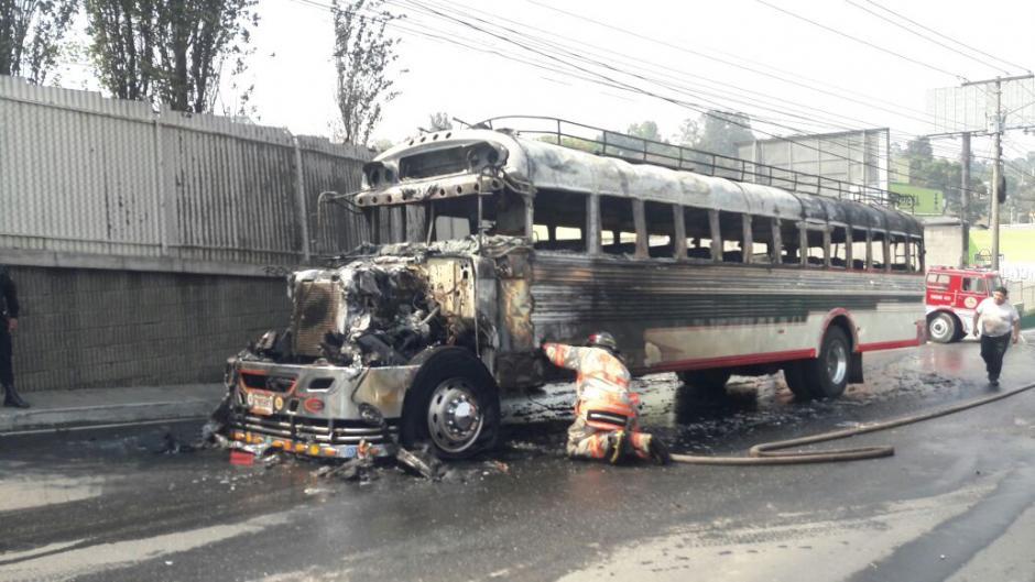 El bus se habría incendiado por un corto circuito. (Foto: Dalia Santos/PMT Villa Nueva)