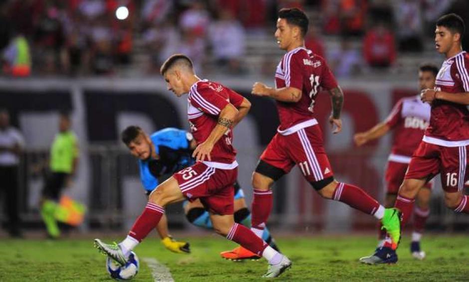 Andrade de River Plate falló un gol a marco abierto y sin portero. (Foto: Twitter)