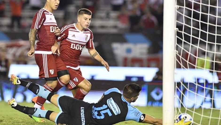 El portero de Belgrano aprovechó el falló de Andrade. (Foto: Twitter)