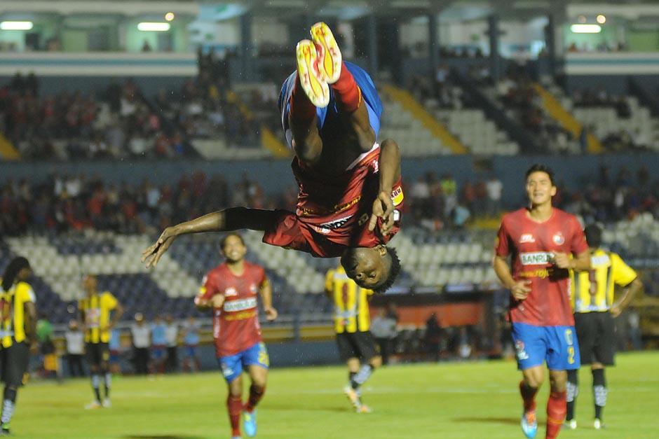 Ávila espera volver con todo y poder festejar muchos goles con los rojos. (Foto: Soy502)