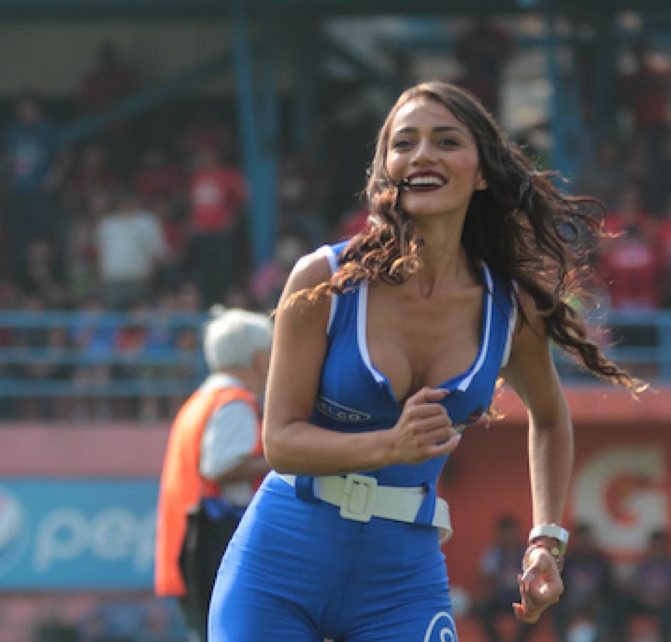 La bella Kimberly combina su pasión por el modelaje y el fútbol. (Foto: Soy502)