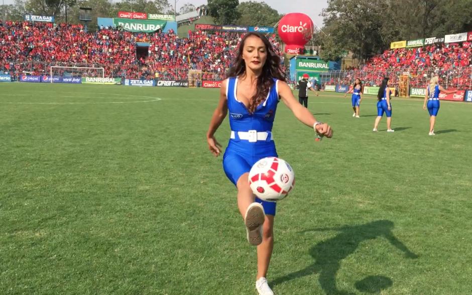 Cuando Kimberly domina el balón, el mundo se detiene para ella. (Foto: Soy502)