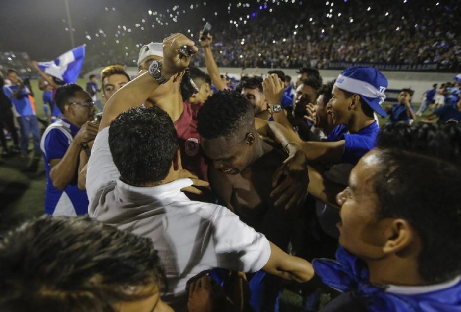 Los nicaragüenses celebraron por todo lo alto el pase a la Copa de Oro. (Foto: AFP)