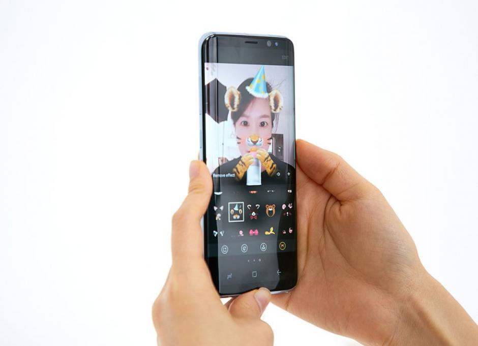 Incorporan los filtros típicos de aplicaciones como Snapchat. (Foto: El País)