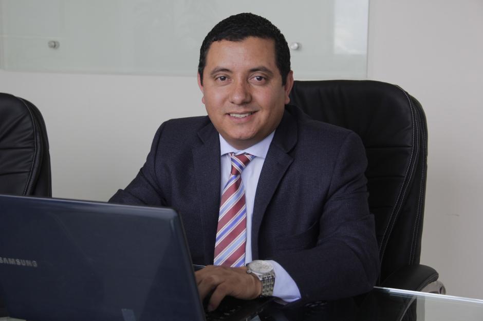 Jhony Orizabal es socio de una firma de abogados y tiene su oficina en la zona 10. (Foto: Fredy Hernández/Soy502)