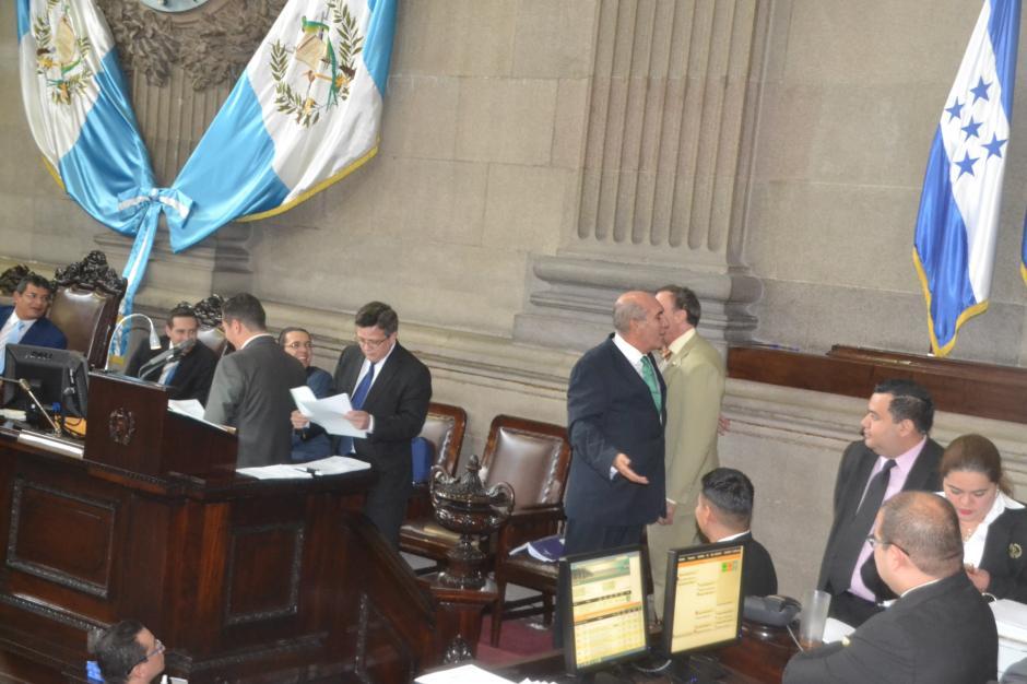 El forcejeo se dio durante la aprobación de las reformas constitucionales. (Foto: cortesía José Castro)