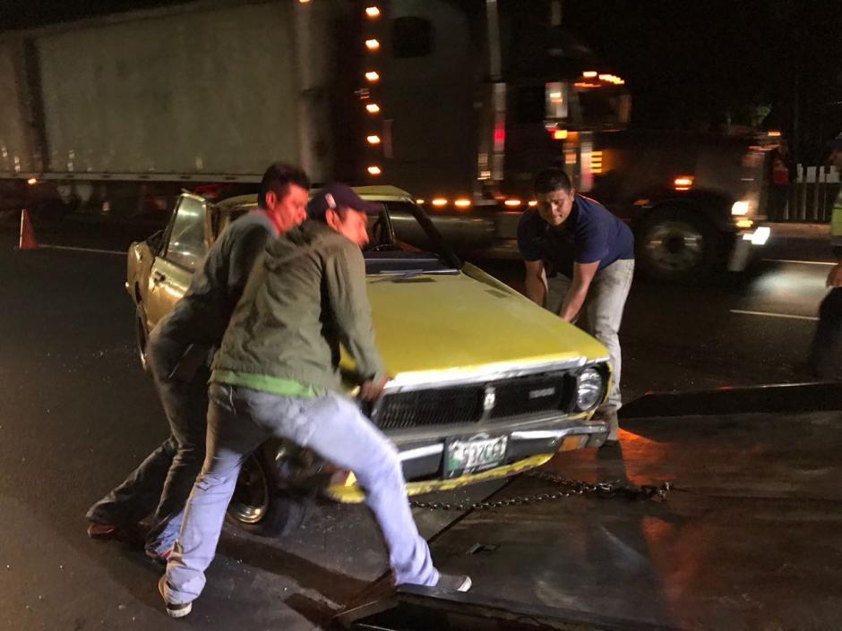 El automóvil con más daños fue trasladado hacia una grúa. (Foto: Héctor Linares)