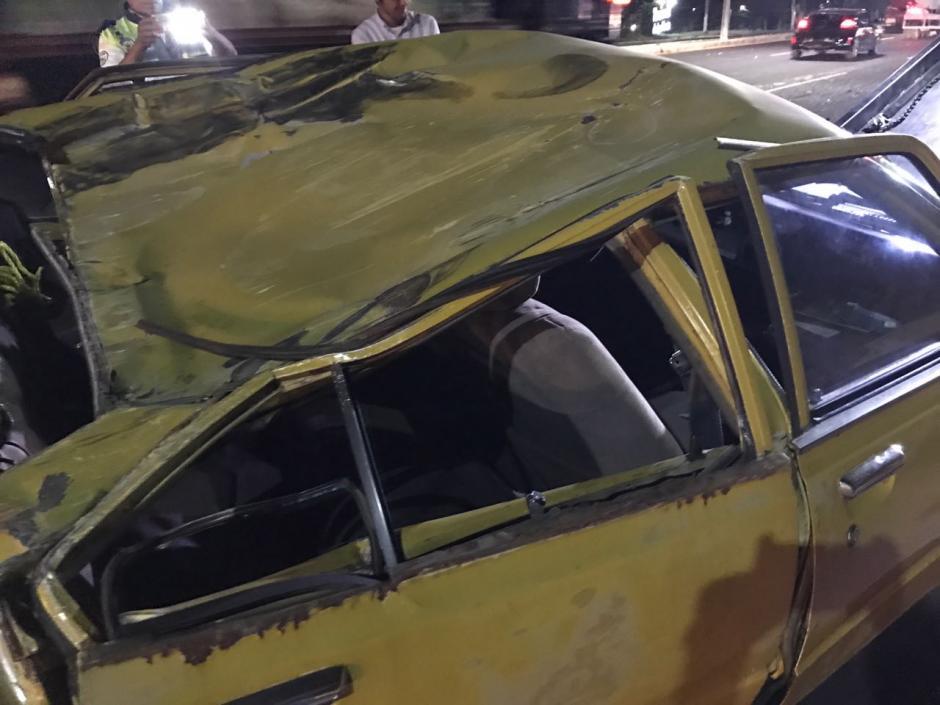 El dueño del vehículo destrozado lamentaba el incidente. (Foto: Héctor Linares)