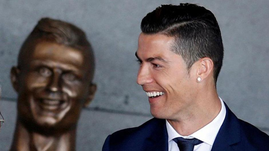 Cristiano Ronaldo y su polémico busto han causado revuelo mundial. (Foto: Twitter)