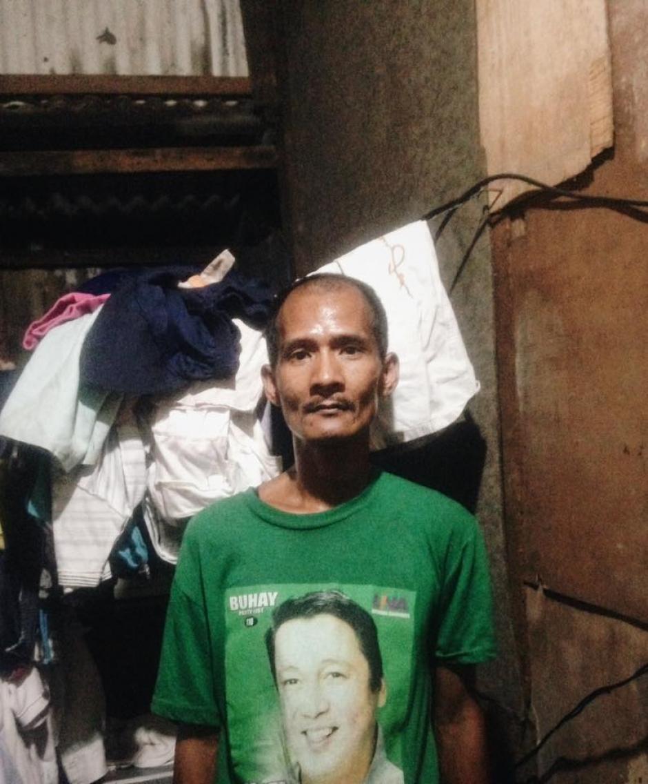 El hombre vive en una pequeña casita de láminas y madera. (Foto: Jhunnel Sarajan)
