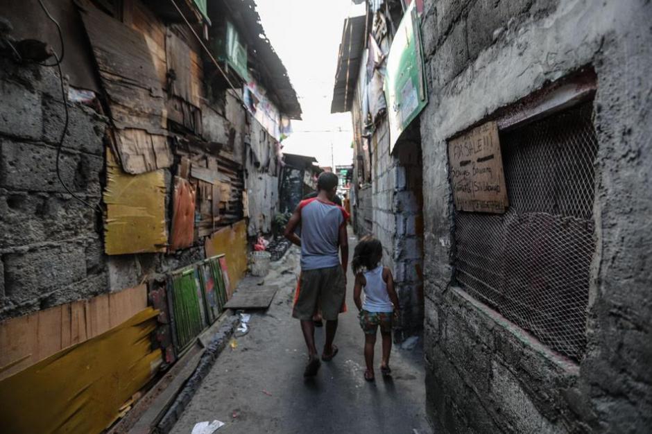 La pequeña familia camina varios kilómetros para ir a la escuela. (Foto: Al día)