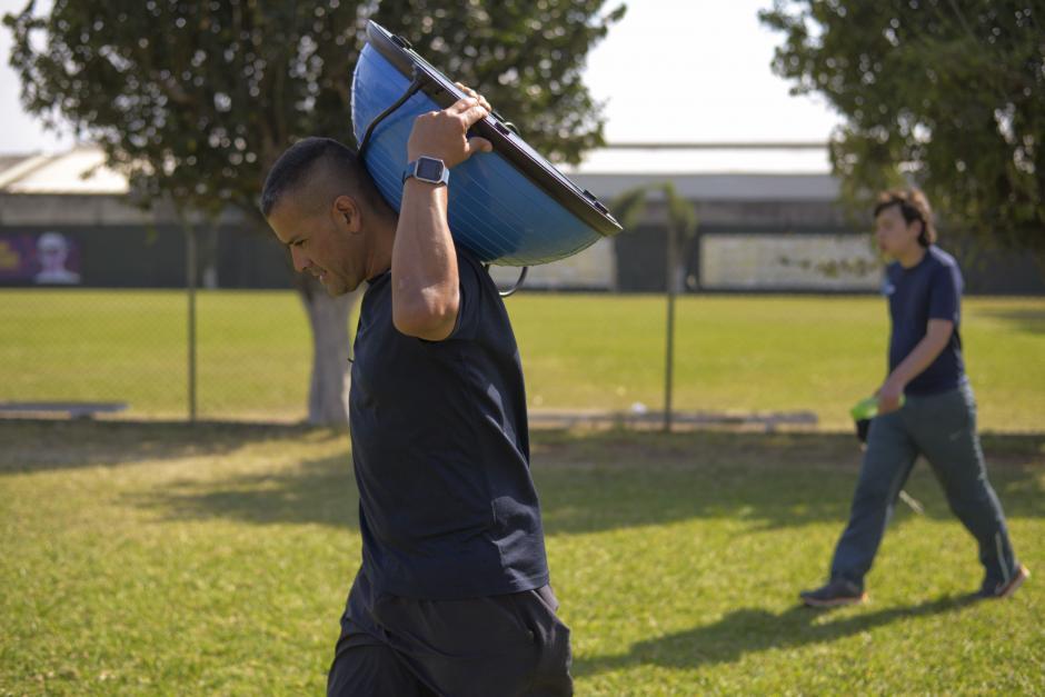 Walter Molina es el creador de Dar Fútbol, una escuela de balompié inclusivo. (Foto: Wilder López/Soy502)