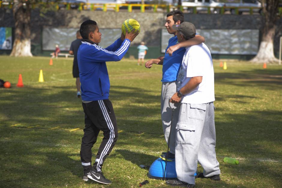 Marcos tiene parálisis, sin embargo entrena y disfruta en Dar Fútbol. (Foto: Wilder López/Soy502)