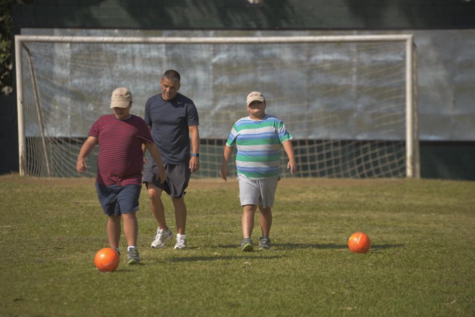 Niños con autismo también juegan y se divierten en Dar Fútbol. (Foto: Wilder López/Soy502)