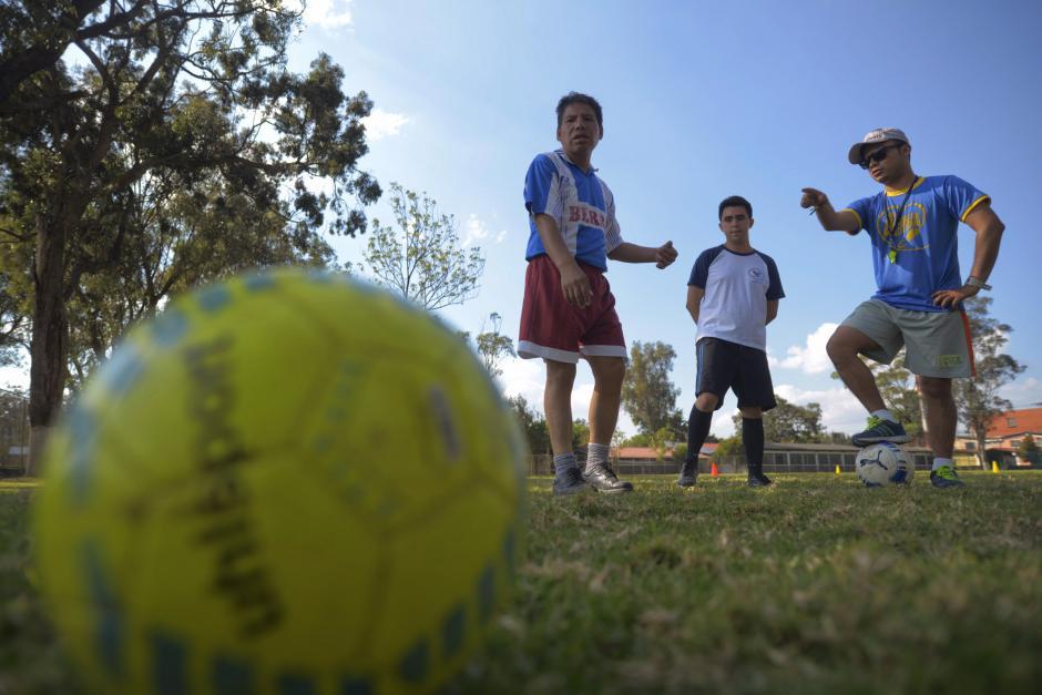 Los instructores les brindan amor y los motivan a lograr sus metas. (Foto: Wilder López/Soy502)