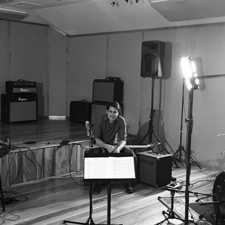 El bajista Max Esquivel mostrará por qué es uno de los mejores en la región. (Foto: Jorge Jiménez)