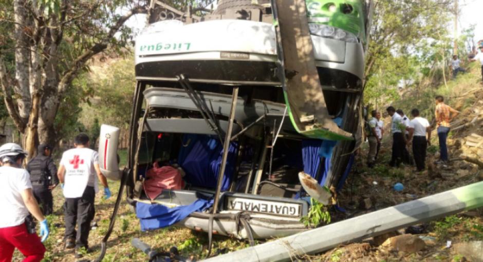 De los pasajeros, 18 fueron trasladados al Hospital General.  (Foto: Cruz Roja)