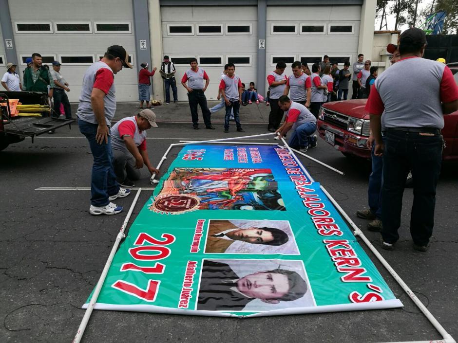 Desde primera hora, prepararon la marcha. (Foto: Wilder López/Soy502)