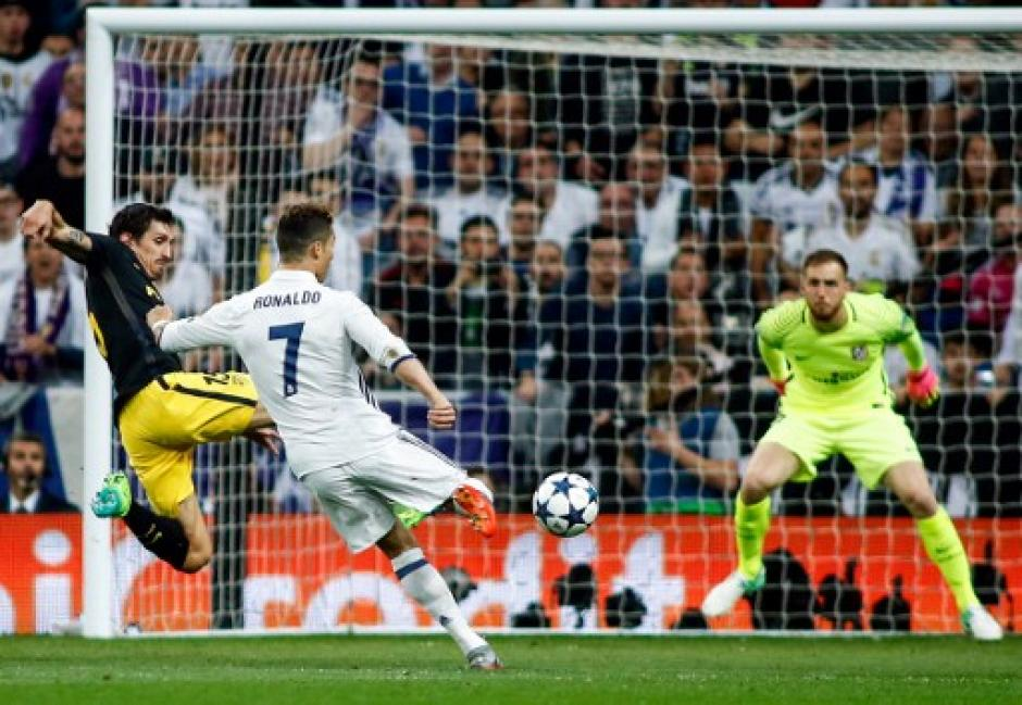 El segundo gol de Cristiano Ronaldo llegó de derecha. (Foto: AFP)