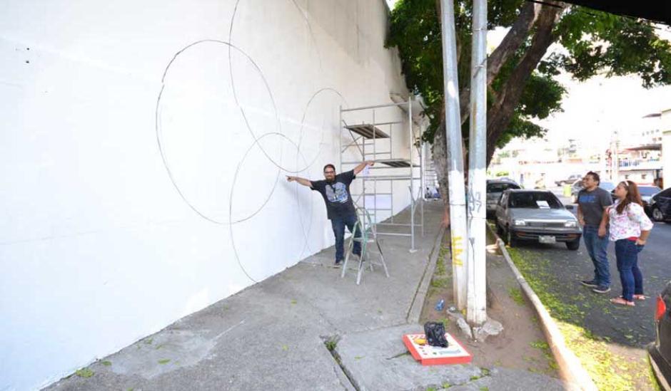 Artistas locales han empezado a hacer los diseños en los muros a decorar. (Foto: Alcaldía Auxiliar zona 4)