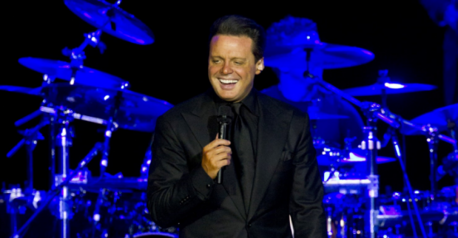 Luis Miguel se presentó a la audiencia de negro. (Foto: The Washington Post)