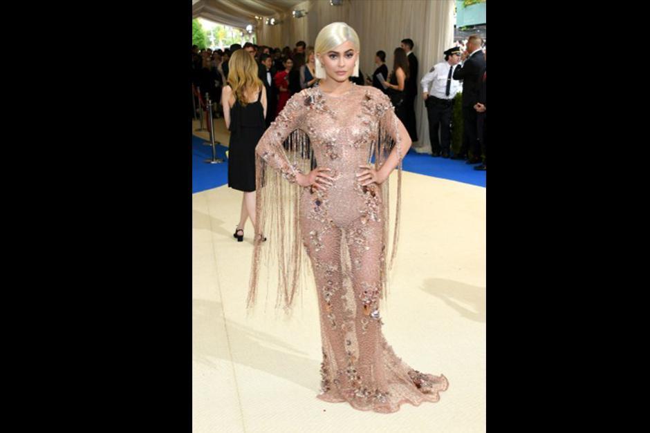 Kylie Jenner lució este atuendo (Foto: CNN)