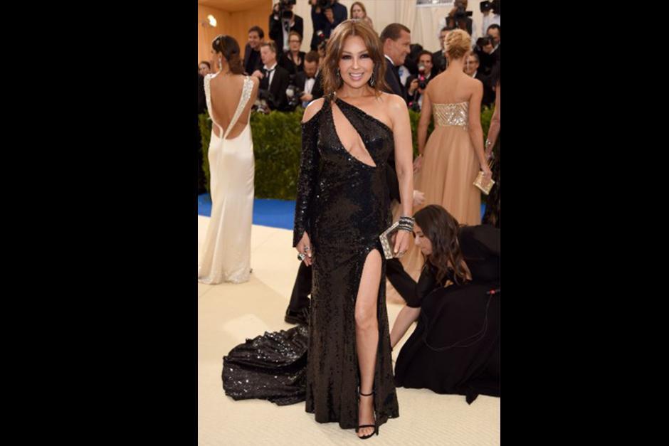 Thalía bella en este traje. (Foto: CNN)