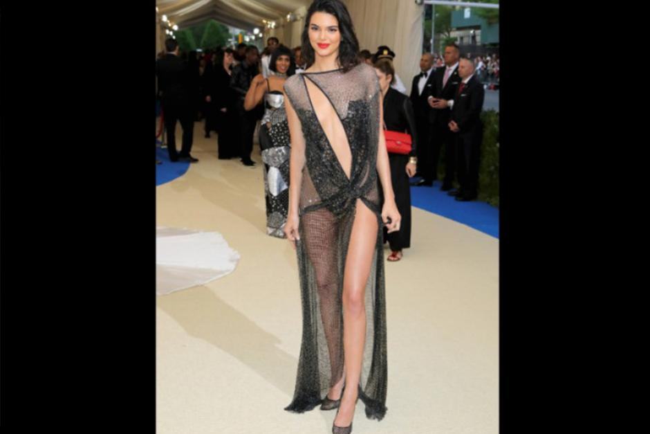 Kendall Jenner luciendo este vestido. (Foto: CNN)