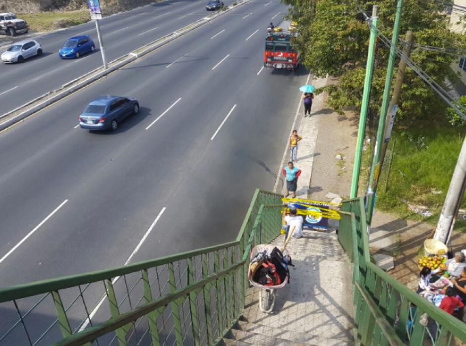 La pasarela fue cerrada para los peatones. (Foto: Dalia Santos/PMT)