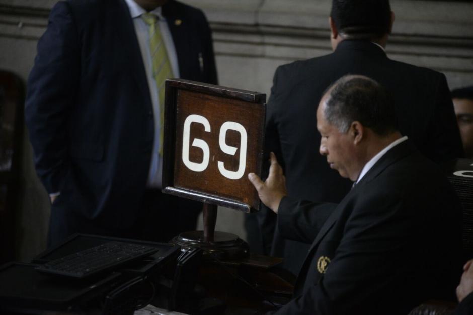 El conteo de las votaciones y la asistencia de los diputados fue manual. (Foto: Wilder López/Soy502)