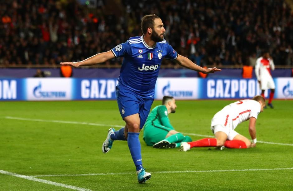 Higuaín marco doblete para Juventus que triunfa en Mónaco. (Foto: AFP)