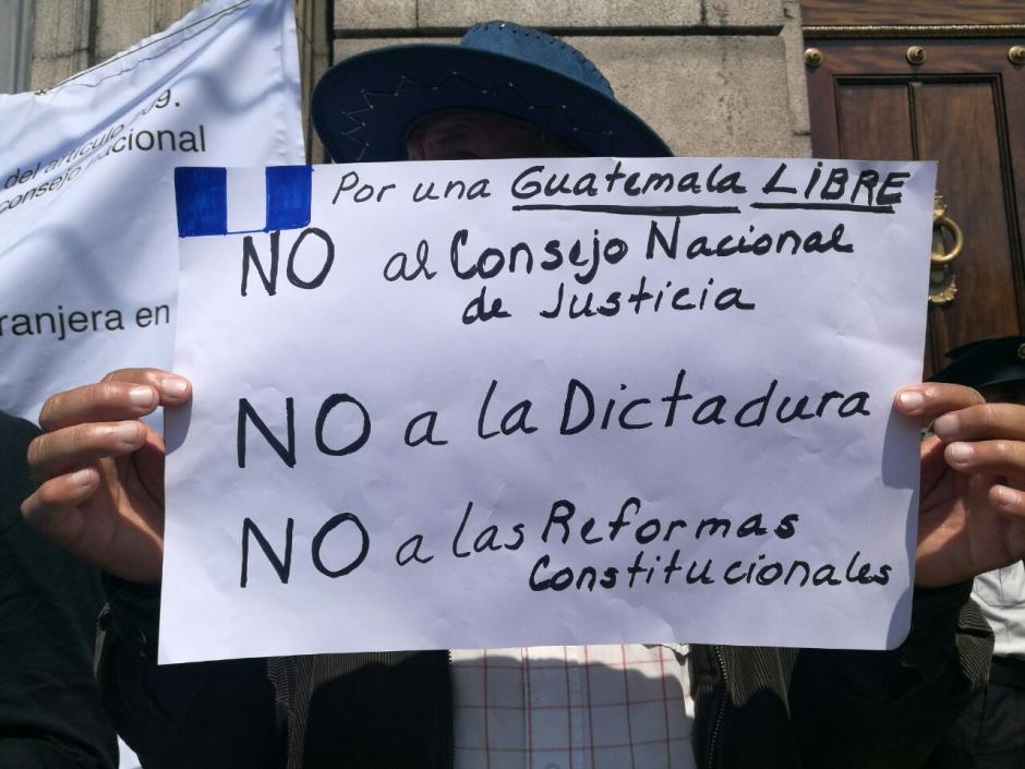 Frente al Palacio Legislativo también manifestaron varias personas. (Foto: Wilder López/Soy502)